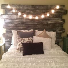 Amazing 24 Gorgeous Rustic Bedroom Makeover on A Budget https://cooarchitecture.com/2017/05/27/24-gorgeous-rustic-bedroom-makeover-budget/