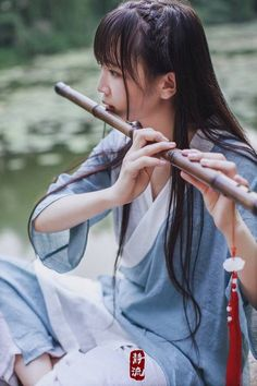 Beautiful asian woman fluting a flute. very authentic feels Ancient Music, Poses References, China Girl, Chinese Clothing, Female Poses, Hanfu, Beautiful Asian Women, Japanese Girl, Traditional Outfits