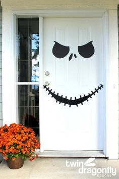 Disney Halloween Decorations you can make yourself! Easily add some Disney fun to your Halloween by turning any white door into a Jack Skellington face from the Nightmare Before Christmas! Deco Porte Halloween, Deco Haloween, Soirée Halloween, Adornos Halloween, Manualidades Halloween, Halloween Birthday, Halloween Skeletons, Holidays Halloween, Outdoor Halloween