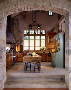 Eye For Design: Decorating The Stone Home  Love the old farm table as an Island or work surface....