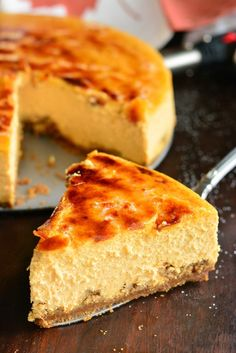 Creme Brulee Pumpkin Cheesecake Recipes This smooth, silky pumpkin cheesecake is made with the ginger snap cookie crust, extra cookies on the bottom, heavenly pumpkin . Creme Brulee Cheesecake, Pumpkin Cheesecake Recipes, Healthy Cheesecake, Healthy Dessert Recipes, Pumpkin Recipes, Healthy Food, Fudge, Pumpkin Creme Brulee, Almond Joy Fat Bombs