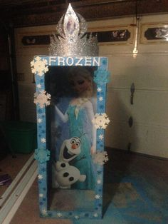 Frozen party photo booth with crown