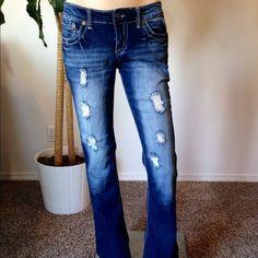 "Distressed Jeans size 7/8 by Ariya Jeans Worn Gently Ariya Jeans distressed look hips across 16.5"" and 32"" in length ariya jeans Jeans"