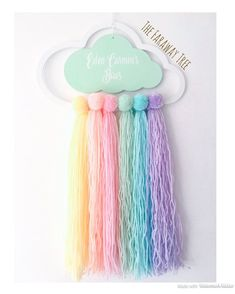 Personalised rainbow cloud hair bow holder rainbow hair bow - Julie Home Rainbow Bow, Rainbow Cloud, Rainbow Hair, Yarn Crafts, Diy And Crafts, Moldes Para Baby Shower, Pelo Multicolor, Bow Hanger, Unicorn Crafts
