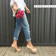 fda66e04d A calça jeans girlfriend é uma tendência que continua em alta, perfeita para  quem não abre mão do conforto aliado ao estilo! #Aposte #Streetstyle # ...