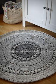 Harmaa trikookuteista virkattu matto.        Kolmea eri harmaata tummasta vaaleaan.        Halkaisija n.95cm        Grey crochet rug.   Thr...