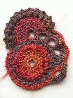 Appliques Au Crochet, Crochet Applique Patterns Free, Crochet Square Patterns, Love Crochet, Irish Crochet, Crochet Flowers, Diy Crafts Crochet, Crochet Projects, Freeform Crochet