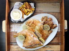 Grillhuhn auf Portugiesisch Bbq, Piri Piri, French Toast, Breakfast, Food, Baked Chicken, Crispy Roast Potatoes, Potato Chips, Portuguese