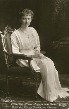 Princess Marie Louise von Anhalt, nee Princess Marie Louise of Schleswig-Holstein, during her brief marriage to Prince Aribert.