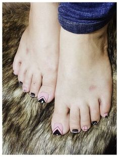 34 amazing toe nail colors to choose in 2019 00015 Pedicure Designs, Pedicure Nail Art, Diy Nail Designs, Pretty Toe Nails, Cute Toe Nails, My Nails, Toe Nail Color, Toe Nail Art, Nail Colors