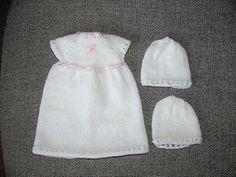 """Overview: This tiny burial gown will fit a baby approximately 1lb in weight and 6"""" (15 cms) in length."""