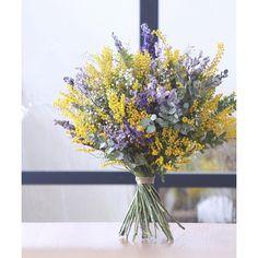 Rustic Wedding Centerpieces, Wedding Flower Arrangements, Wedding Bouquets, Floral Arrangements, Wedding Flowers, Spring Wedding, Our Wedding, Dream Wedding, Green Flowers