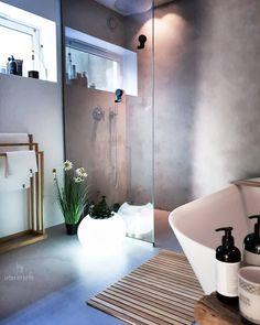 My bathroom 🌿 Bare en kjapp tur innom for å ønske dere en fin kveld 🌙🌟 . [Inneholder reklame] Bambusmatte og håndklestativ fra nettbutikken til @rorkjop ☆ LED blomsterpotte fra @multitrend passer like bra inne som ute ☆ . . #rørkjøp #rørkjøpfamilien #multitrend #ambassadør . . #baderomsinspo #bathroominspo #baderomsinspirasjon #bathroomdesign #bathroominspiration #nordicbathroom #nordicinterior #scandinaviandesign #delmittbad #badetmitt #baderom #ledlight #leddecorations… Dere, Scandinavian Design, Bathtub, Lights, Bathroom, Standing Bath, Highlight, Bath Room, Bath Tub