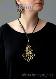 Black and gold necklace Soutache. by ANBijou on Etsy Soutache Pendant, Soutache Necklace, Ring Necklace, Diy Rings, Natural Leather, Jewerly, Glass Beads, Pendants, Brooch