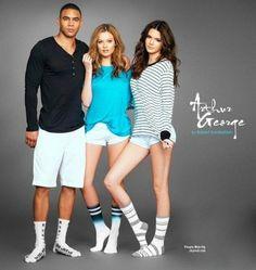 """Les soeurs Kendall et Kylie Jenner posent pour """"Arthur George"""" la marque de Rob Kardashian.  C'est une marque de chaussettes. On aime les photos?"""