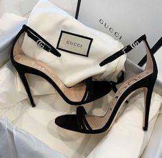 Hype Shoes, Gucci Shoes, Designer Shoes Heels, Fashion Heels, Sneakers Fashion, Fashion Fashion, Fashion Women, Celebrities Fashion, Luxury Fashion