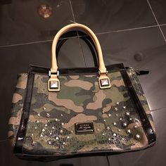"""GUESS Specks Medium Green Camo Satchel OFFERS ACCEPTED.                                 GUESS Specks Medium Green Camo Satchel. Small area on the handle where the edge peeled. That is the only defect and it's hardly noticeable.   About this item Features * Faux Leather * fabric lining * zipper closure * 8"""" shoulder drop * Measurements: L 14"""" x H 10"""" x W 4.5"""". Guess Bags Satchels"""