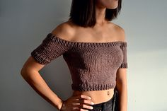 Knitting Patterns Top Ravelry: Off Shoulder Knit Crop Top pattern by Sara Knits Co Crochet Crop Top, Knitted Tank Top, Knit Tops, Cropped Tops, Bralette Pattern, Crop Top Pattern, Off Shoulder Crop Top, Crochet Off Shoulder Top, Diy Clothing