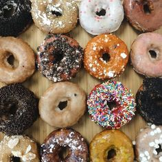 Every Monday should start with  #bloguettes #potd #donuts