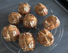 Dinkel-Vollkorn-Brötchen, ein sehr schönes Rezept aus der Kategorie Backen. Bewertungen: 21. Durchschnitt: Ø 4,4.