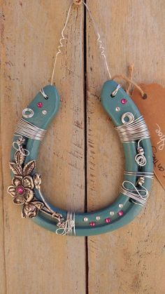 Fun DIY craft projects for any time of the year. Feb Our favorite DIY projects Horseshoe Projects, Horseshoe Crafts, Horseshoe Art, Metal Projects, Beaded Horseshoe, Fun Diy Crafts, Diy Craft Projects, Arts And Crafts, Western Crafts