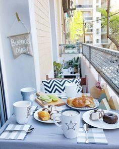 """Martina en Instagram: """"Buenos días!!! Estrenamos desayunos en el balcón!! Y después creo que nos quedaremos en casa, mis peques que me han salido caseros, bueno, así aprovecharé para alguna manualidad... Qué tengáis un bonito día!!!"""""""