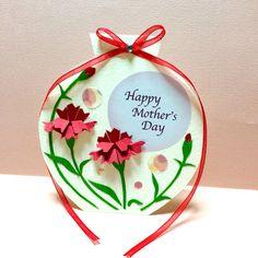 送って飾れる母の日カード。(カーネーション レッド) Mothers Day Crafts, Happy Mothers Day, Diy Gift Box, Art Lesson Plans, Carnations, Art Lessons, Origami, Diy And Crafts, Christmas Ornaments