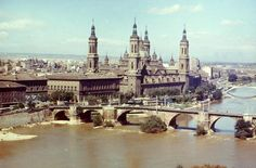 Zaragoza es un municipio español, capital de la comarca de Zaragoza, de la provincia homónima y de Aragón. Está situada a orillas de los ríos Ebro, Huerva y Gállego y del Canal Imperial de Aragón, en el centro de un amplio valle.