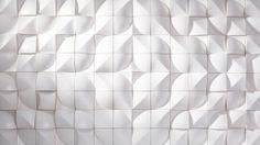 ILUMINADO firma z Łodzi - kolekcja UNICO Inspirujący pomysł na strukturę płytki. W zależności jak się tę samą płytkę ułoży, taki powstaje wzór. Zaskakujące... Kolekcja otrzymała główną nagrodę PERŁY CERAMIKI w 2012 roku.