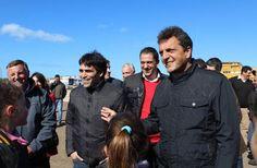 MASSA APOYO EN NECOCHEA LA GESTION DE FACUNDO LOPEZ      Massa apoyó en Necochea la gestión de Facundo LópezAcompañado por el intendente el Diputado Nacional entregó subsidios a los clubes de la Liga Necochea de Fútbol y luego visitó la obra de la futura cancha de hockey en el Polideportivo. Facundo tiene el suficiente talento y capacidad de trabajo para gobernar Necochea aseveró el líder del Frente Renovador El intendente Dr. Facundo López recibió en Necochea la visita del Diputado Nacional…