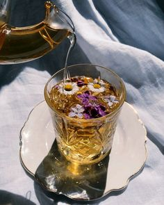 Flower Aesthetic, Aesthetic Food, Flower Tea, Flower Food, How To Make Tea, Aesthetic Pictures, Tea Time, Tea Party, Herbalism