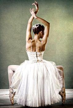 Ballet Dancer #ballet, #style, https://apps.facebook.com/yangutu/