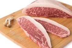 Filetes de Picaña de Buey Wagyu (Kobe 6+). Tiernos, jugosos, sabrosos..., unos filetes diferentes de una carne excepcional. http://masmit.com/ Tu Carnicería online de calidad y confianza. #buey #Wagyu #Kobe #filetes #picaña #picanha