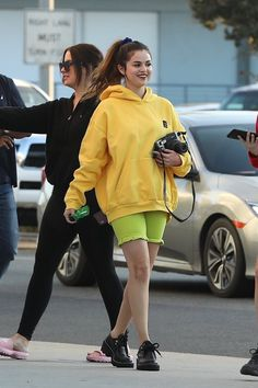 Selena Gomez's Version of Athleisure Includes Ruffled Biker Shorts — Sign. Selena Gomez Looks, Style Selena Gomez, Selena Gomez Outfits, Selena Gomez Photos, Selena Gomez Clothes, Athleisure, Look Fashion, Fashion Outfits, Vogue