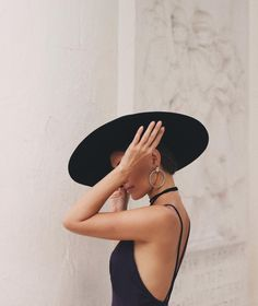 Feminine grace and style. Mode Outfits, Fashion Outfits, Fashion Fashion, Hat Outfits, Travel Outfits, High Fashion, Autumn Fashion, Foto Glamour, Portrait Photography