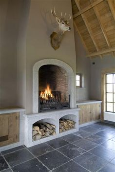 Rounded fireplace with wood storage. Fireplace Design, Fireplace Mantels, Castle Stones, Bbq Wood, Interior And Exterior, Interior Design, Decoration, My Dream Home, Provence