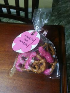 We heart parties party information elizabeths baby sprinkle cute easy diy craft babyshower pink girl theme baby shower favors candy pretzels sprinkles solutioingenieria Image collections