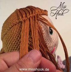 Alpen Resi hair braid braid – Chris Johnson – Willkommen in der Welt der Frauen Crochet Doll Clothes, Knitted Dolls, Crochet Dolls, Crochet Doll Pattern, Crochet Patterns Amigurumi, Amigurumi Doll, Hair Patterns, Doll Patterns, Crochet Crafts