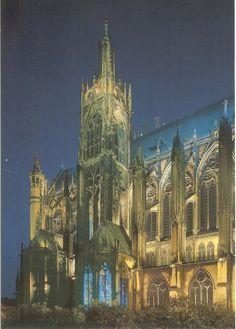 PK0329. Cathedrale Saint-Etienne de Metz. Côté sud de nuit.