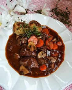 Our beloved French classic! Bœuf bourguignon with thyme baguette dumplings - Our beloved French classic! Bœuf bourguignon with thyme baguette dumplings - Baguette, Bourguignon Recipe, Meat Recipes, Healthy Recipes, Bon Dessert, Ground Beef Recipes Easy, Slow Cooker Beef, Beef Bourguignon Slow Cooker, Food Inspiration