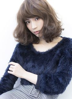 甘くてセンシュアルな大人ミディ(髪型ミディアム) Medium Short Hair, Short Curly Hair, Long Hair Cuts, Medium Hair Styles, Curly Hair Styles, Japanese Short Hair, Korean Short Hair, Ashy Hair, Middle Hair
