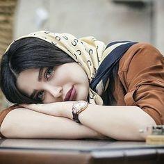 هل يُمكنني إستعارة خصلة شعركِ الهاربة من تحت الحجاب لأخنق بها ملل هذه الليلة ؟ 10 Most Beautiful Women, Beautiful Muslim Women, Beautiful Girl Image, Most Beautiful Indian Actress, Beautiful Hijab, Iranian Beauty, Muslim Beauty, Cute Girl Poses, Girl Photo Poses