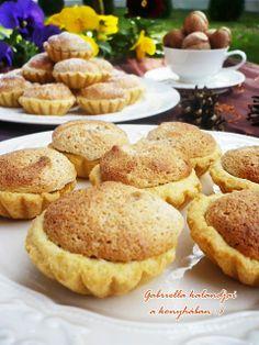Gabriella kalandjai a konyhában :): Diós kosárka - Anyukám receptje szerint szilikon muffin formában kipróbálni
