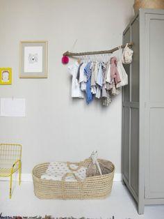 Idee: mooi opbergen, kleding aan een mooie tak