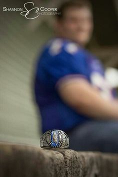 Senior photography--- do kids actually still get class rings?
