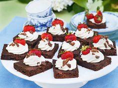 Lättlagad buffé till sommarens alla fester recept | Allas Recept Birthday Party Snacks, 18th Birthday Party, Dessert Recipes, Desserts, Mini Cupcakes, Afternoon Tea, Cooking Tips, Cheesecake, Brunch