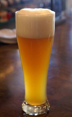 Howling Hefeweizen - Bavarian-style wheat beer with flavors of banana, clove and apricot; unfiltered and very refreshing!