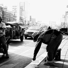 #bangkok #thai #skyline #living #space #architektur #architecture #architecturelover #architecturedesign #style #decoration #interior #instadesign #design #interiordesign #cool #archilovers #architecturephotography #travel #blackandwhite #photograpy #street #streetart #art streetpainting