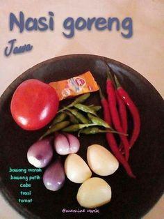 Nasi goreng jawa Indonesian Food Traditional, Indonesian Cuisine, Cooking Ingredients, Cooking Recipes, Malay Food, Snap Food, Easy Asian Recipes, Nasi Goreng, Western Food