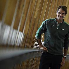 """Roger Federer, hoy.  Esta imagen forma parte del libro """"Mi vida, mi medalla"""" editado por la Federación Internacional de Tenis con motivo de los#JuegosOlimpicosde#rio2016. La edición reúne a 118 medallistas de tenis olímpico y paralímpico de los juegos de#Seul88,#Barcelona92, #Atlanta96,#Sydney2000,#Atenas2004,#Beijing2008y#Londres2012. El suizo consiguió el oro en dobles en Beijing 2008 y la plata en individuales en Londres 2012.  El libro se puede consultar en su versión online…"""